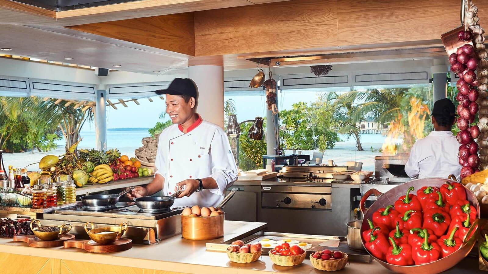 Мальдивы, отель Amari Havodda Maldives, ресторан Amaya Food Gallery
