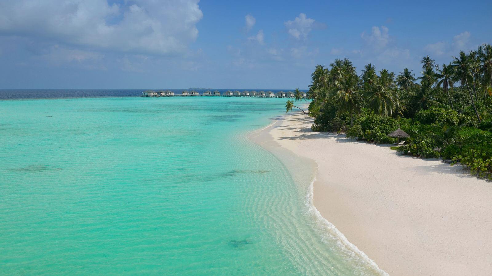 Мальдивы, отель Amari Havodda Maldives, пляж