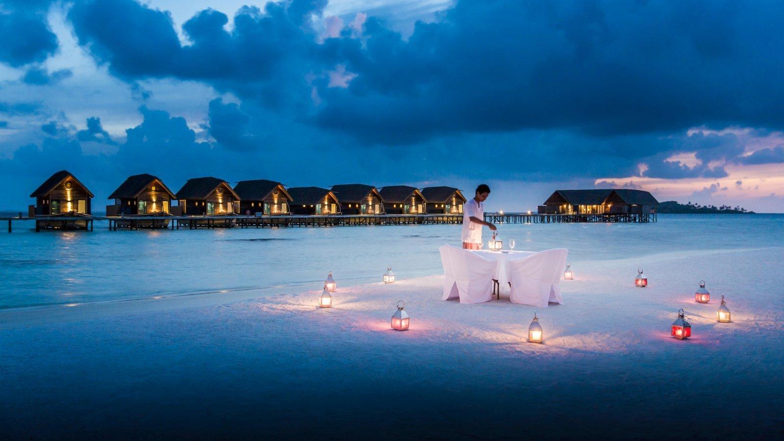 Мальдивы, отель COMO Cocoa Island, ужин при свечах