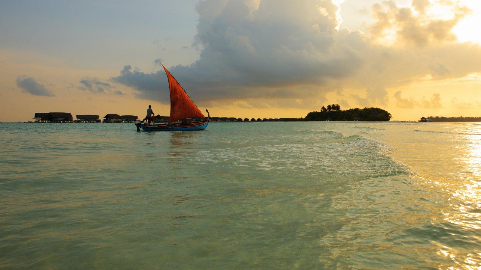 Мальдивы, отель COMO Cocoa Island на закате