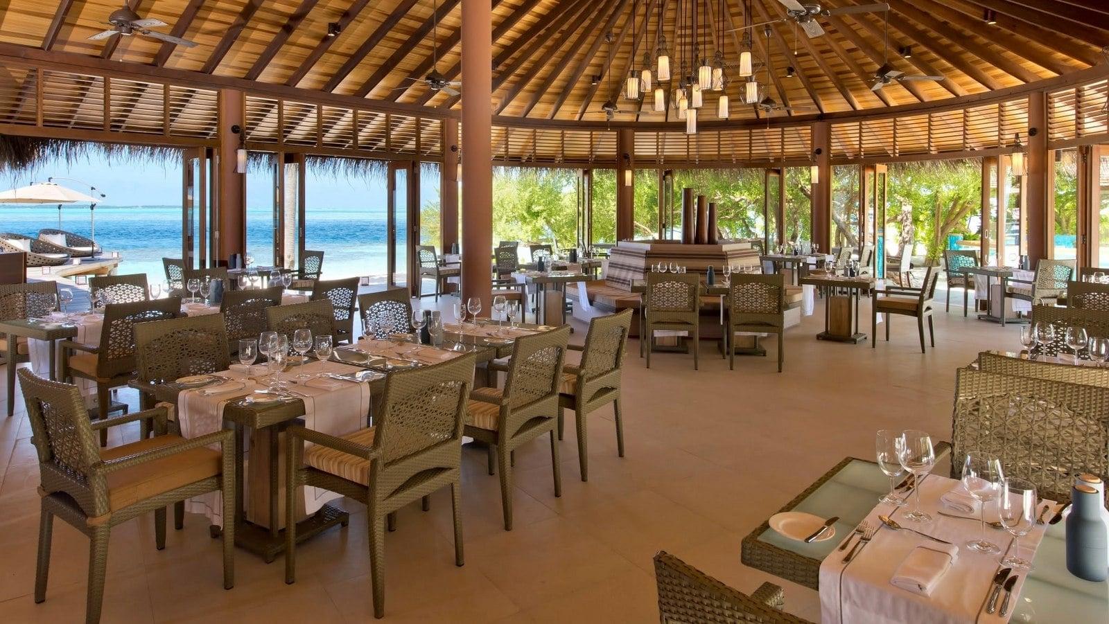 Мальдивы, отель Hideaway Beach Resort & Spa, MEERU BAR