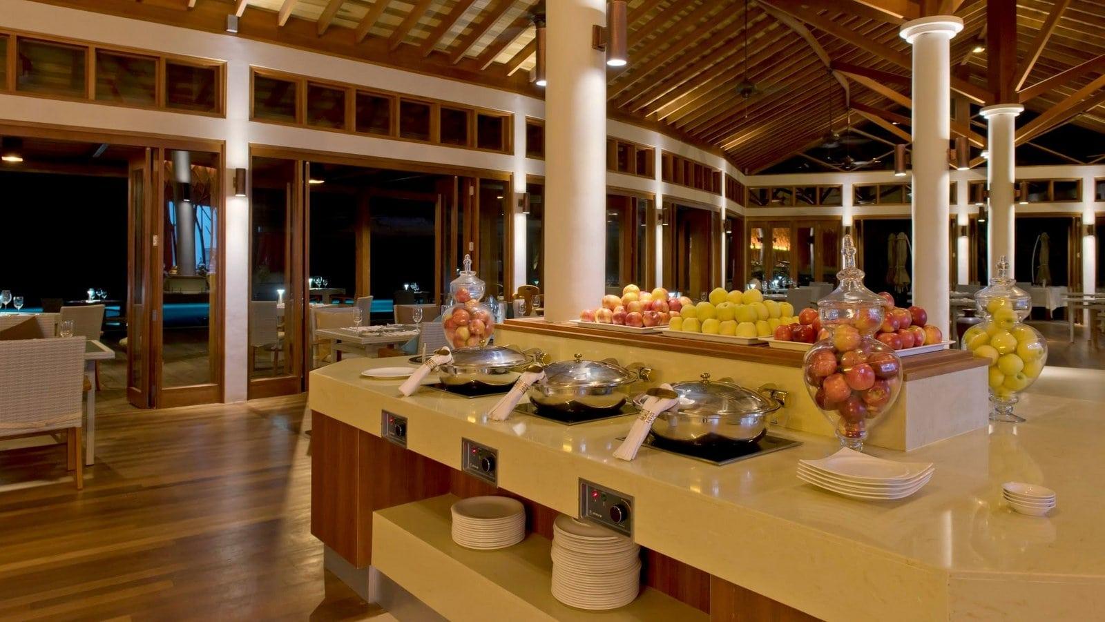 Мальдивы, отель Hideaway Beach Resort & Spa, SUNSET POOL CAFÉ