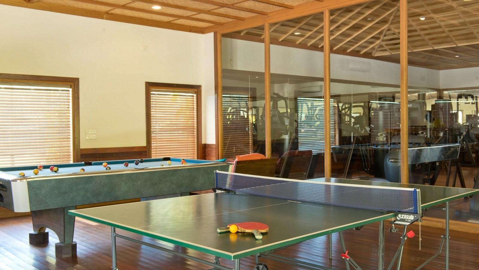 Мальдивы, отель Hideaway Beach Resort & Spa, теннис