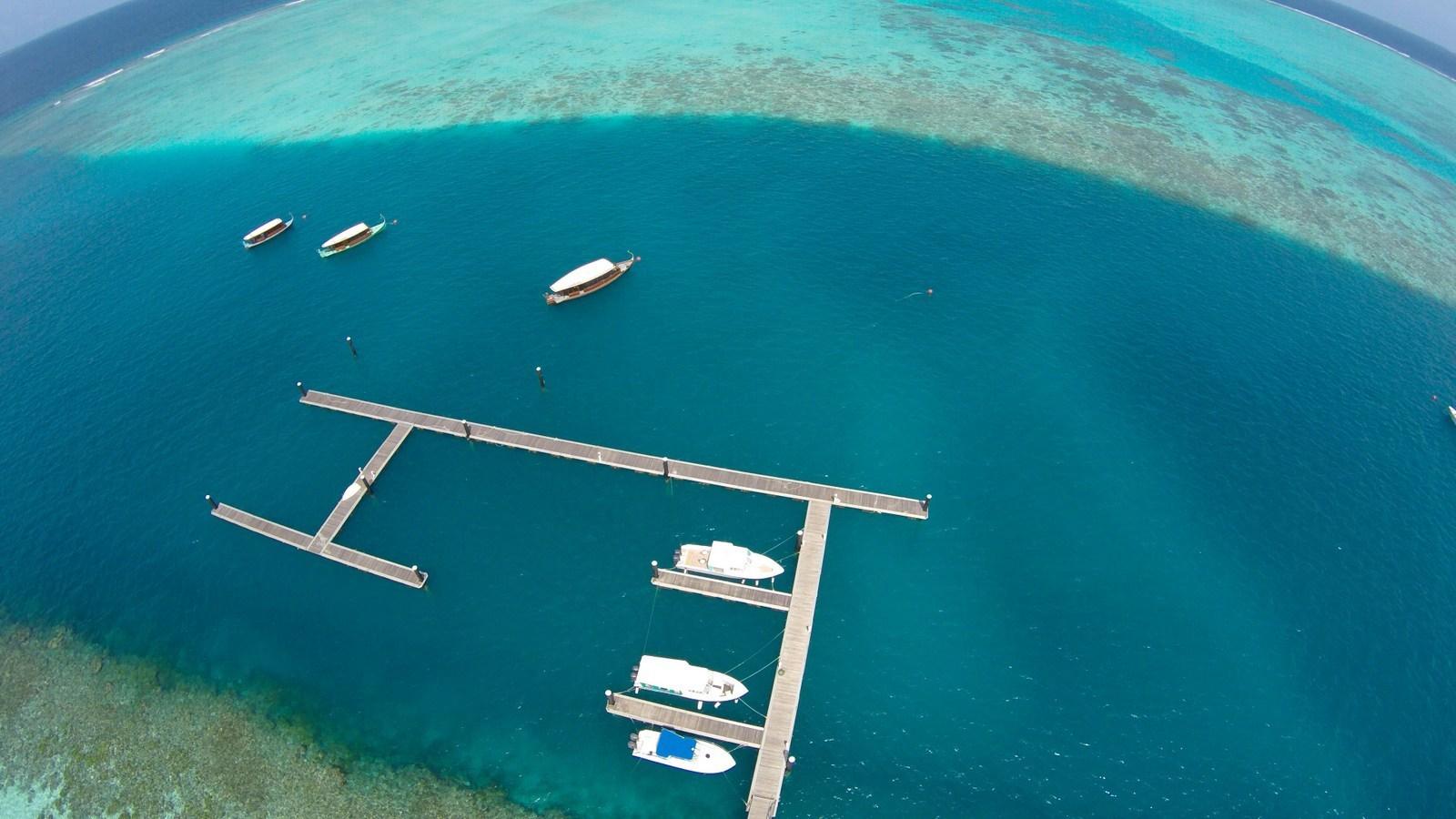 Мальдивы, отель Hideaway Beach Resort & Spa, пристань