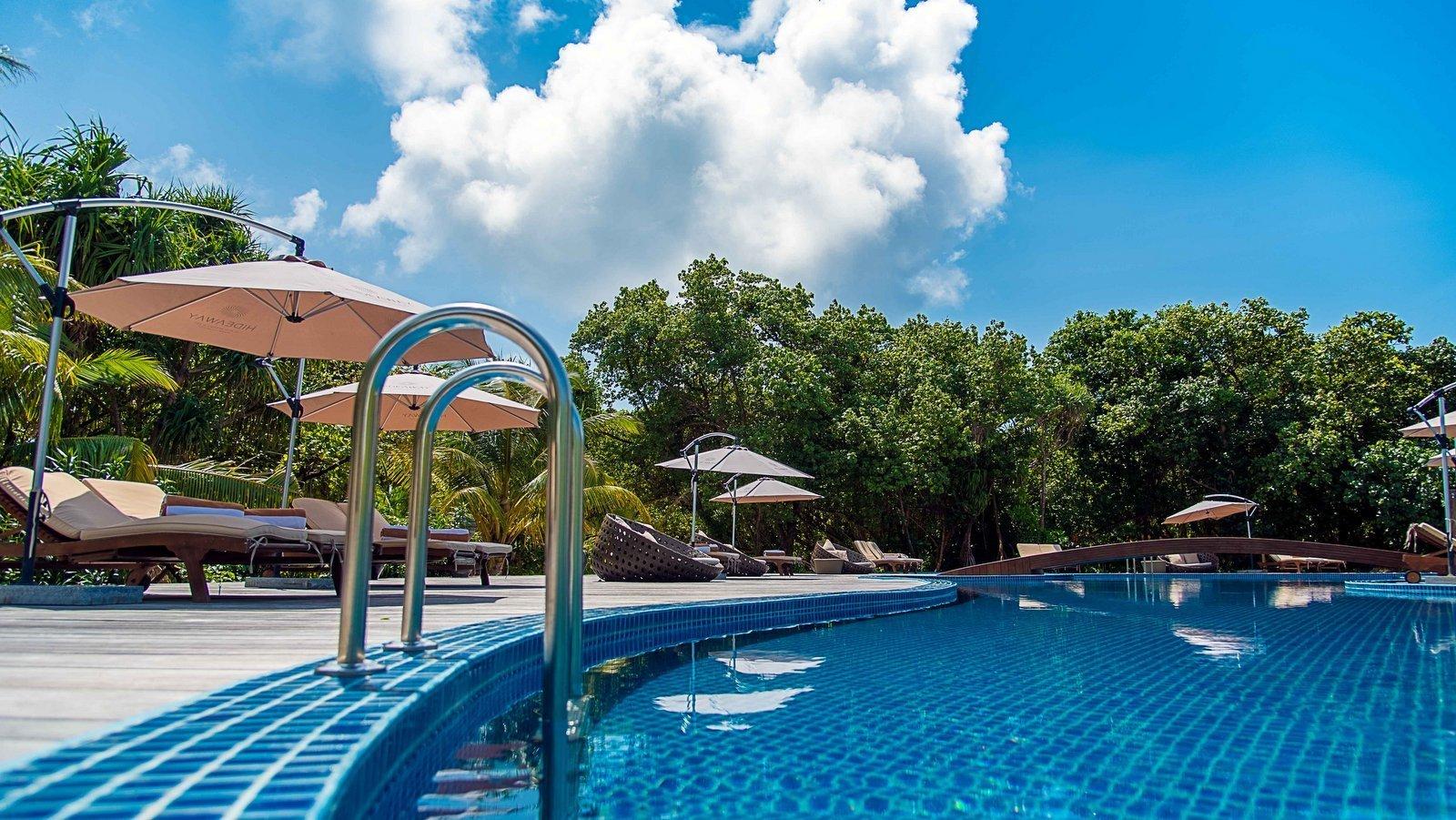Мальдивы, отель Hideaway Beach Resort & Spa, бассейн