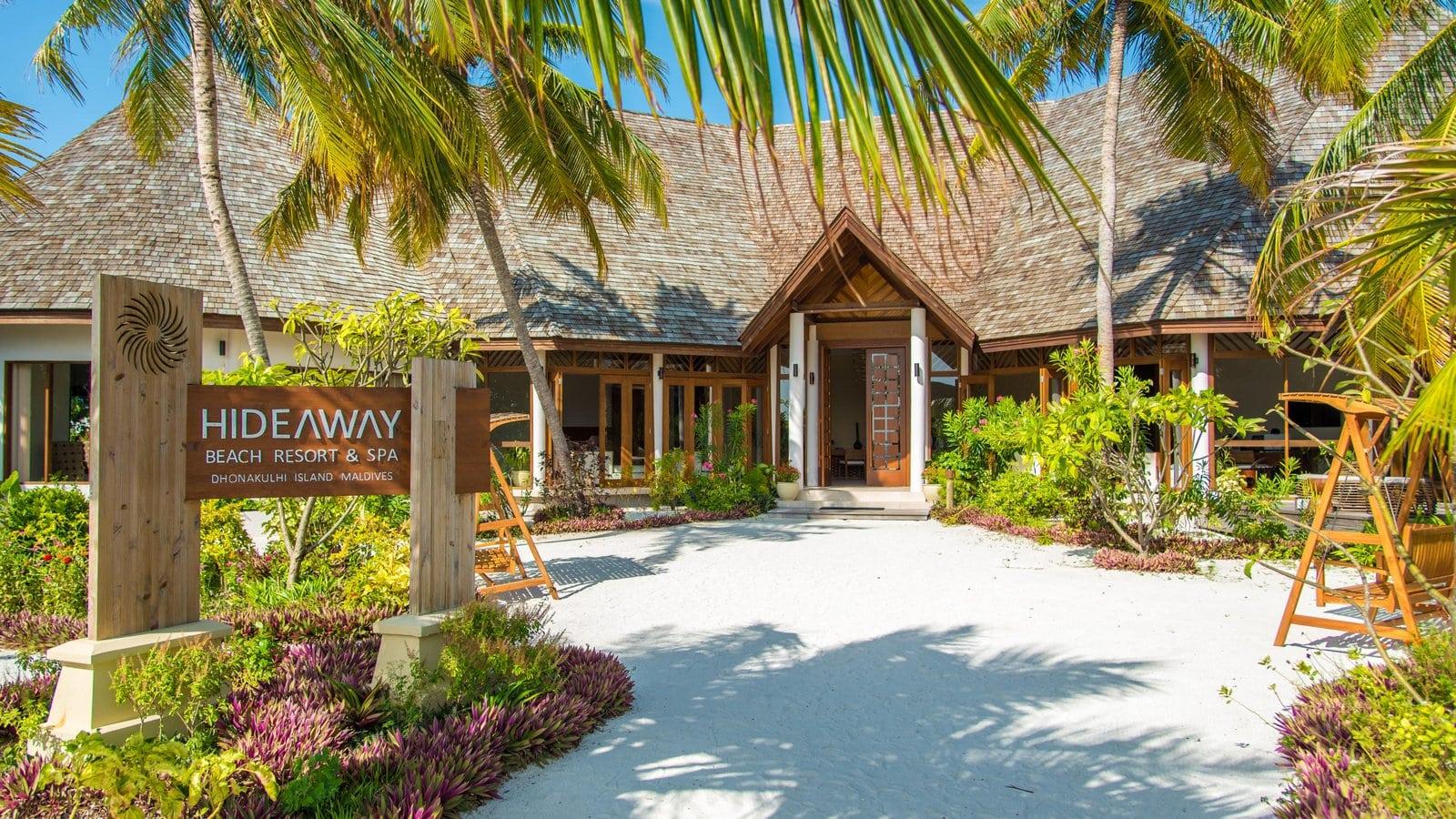 Мальдивы, отель Hideaway Beach Resort & Spa, лобби