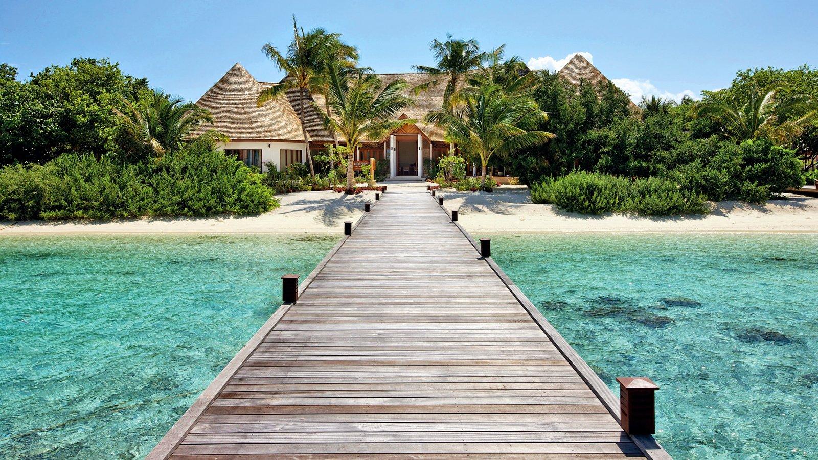 Мальдивы, отель Hideaway Beach Resort & Spa, причал