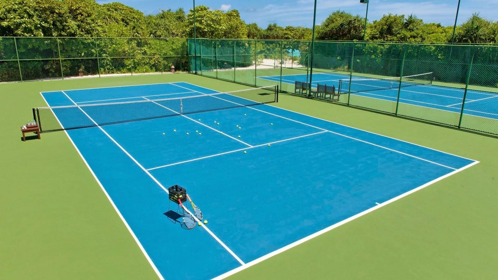 Мальдивы, отель Hideaway Beach Resort & Spa, теннисный корт