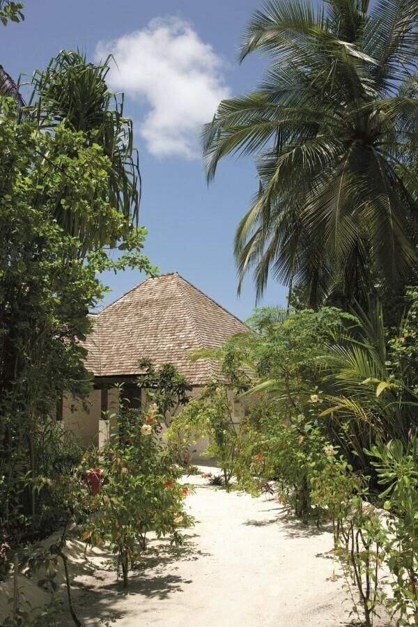 Мальдивы, Отель Hideaway Beach Resort & Spa, номер Sunset Beach Villa