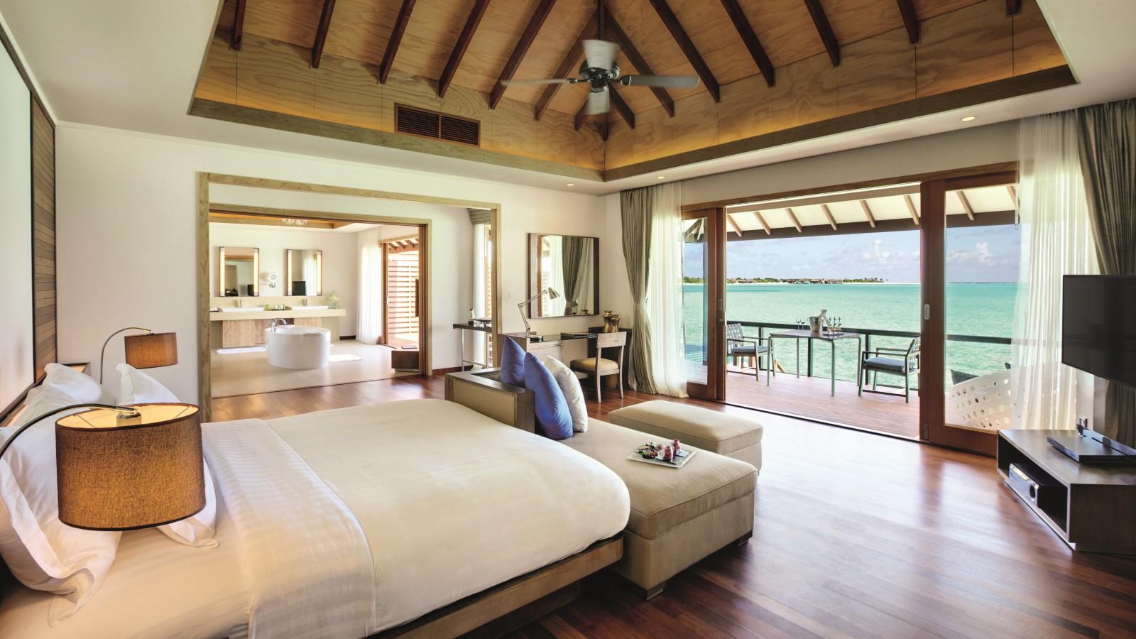 Мальдивы, Отель Hideaway Beach Resort & Spa, номер Deluxe Water Villa