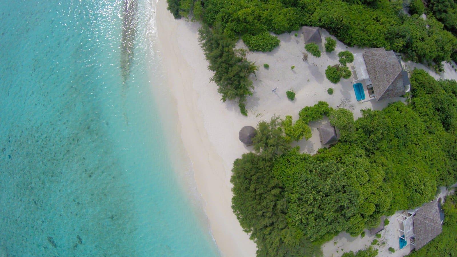 Мальдивы, Отель Hideaway Beach Resort & Spa, номер Beach Residence with Plunge Pool