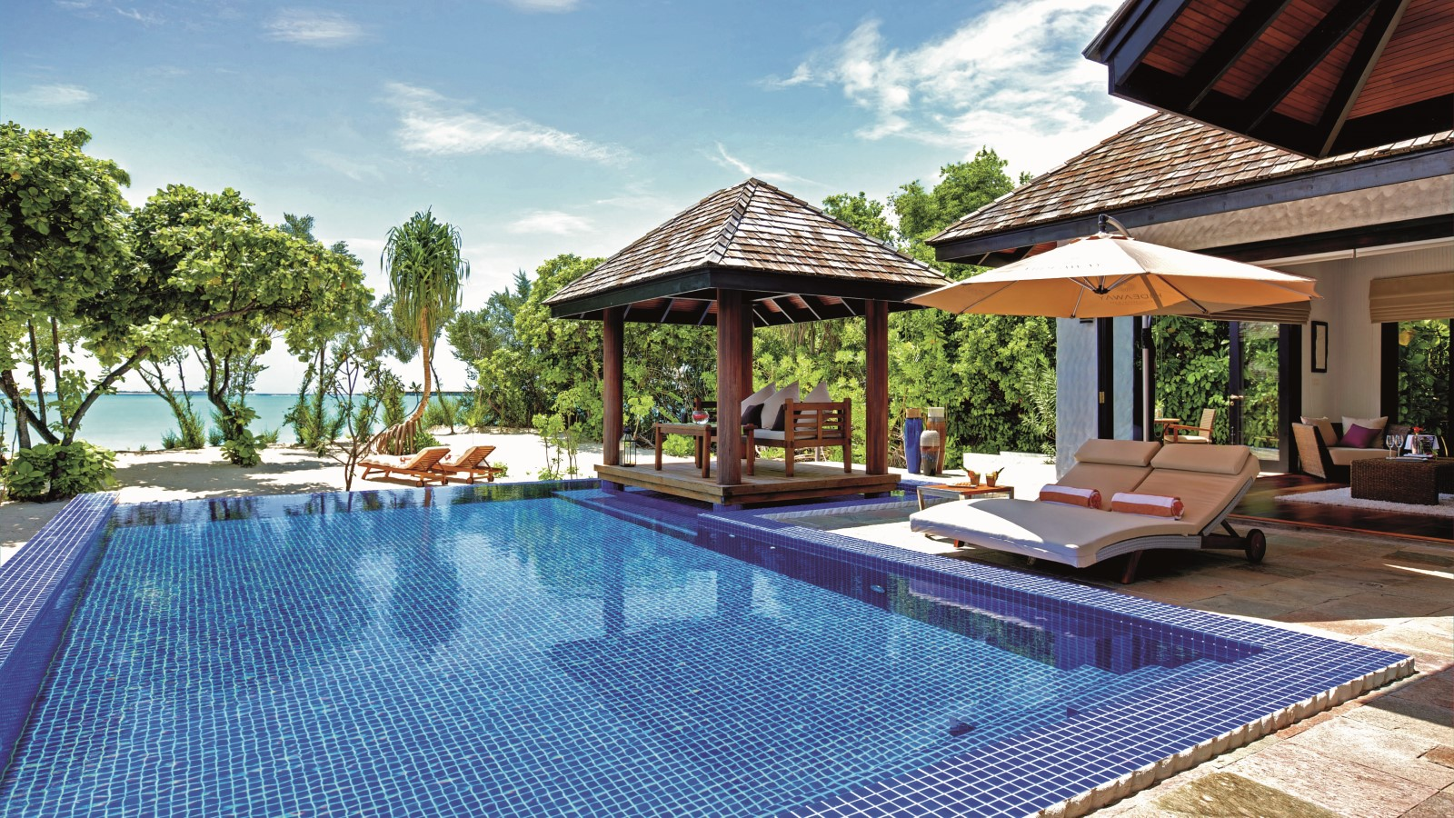 Мальдивы, Отель Hideaway Beach Resort & Spa, номер Two Bedroom Family Villa with Pool