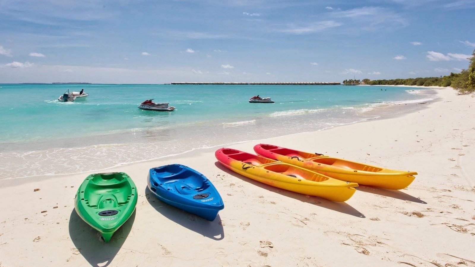 Мальдивы, отель Hideaway Beach Resort & Spa, каяк