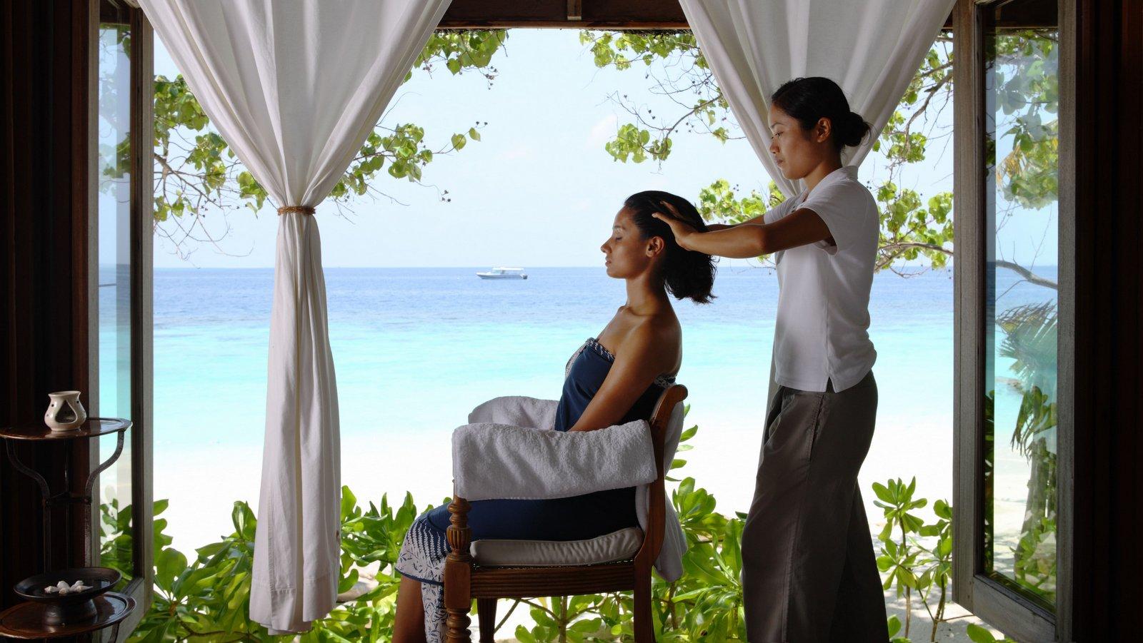Мальдивы, отель COMO Cocoa Island, массаж