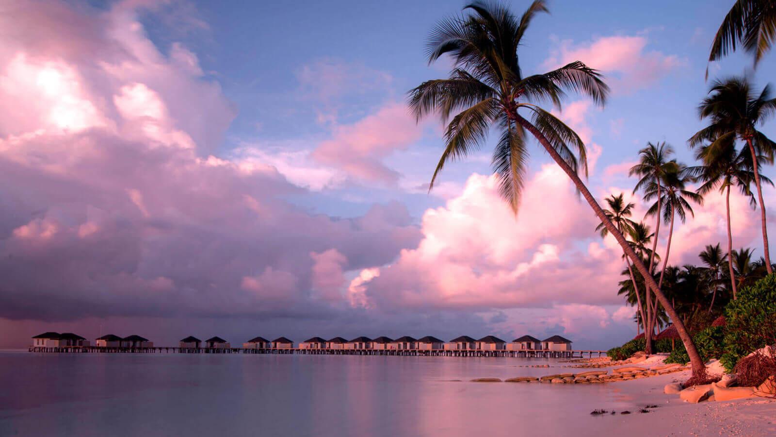 Мальдивы, отель Amari Havodda Maldives, закат