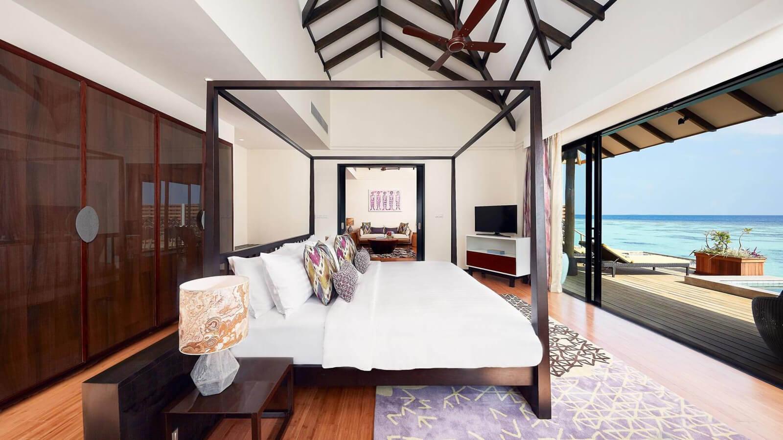 Мальдивы, Отель Amari Havodda Maldives, номер Overwater Pool Suite