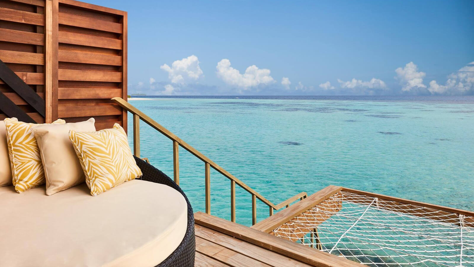 Мальдивы, Отель Amari Havodda Maldives, номер Over Water Villa