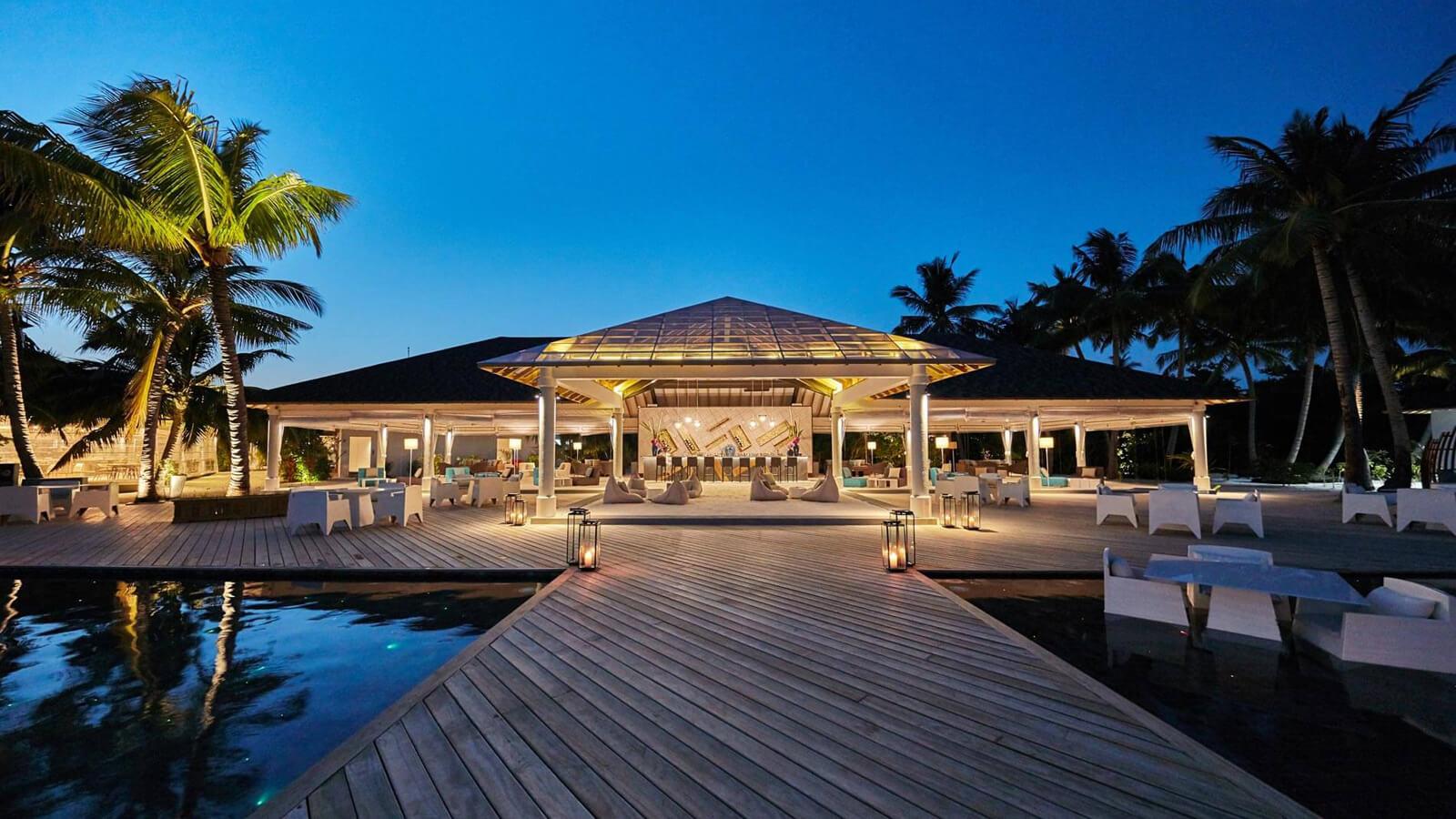 Мальдивы, отель Amari Havodda Maldives, Thari Bar