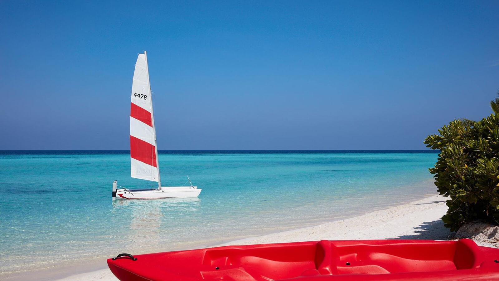 Мальдивы, отель Amari Havodda Maldives, парус