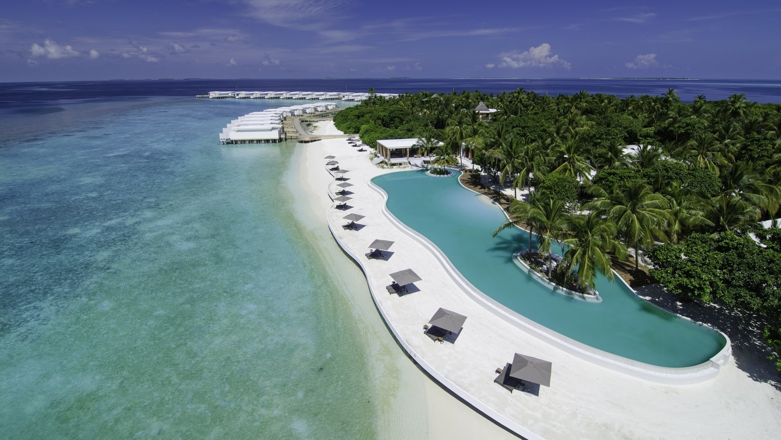 Мальдивы, отель Amilla Fushi Maldives, бассейн
