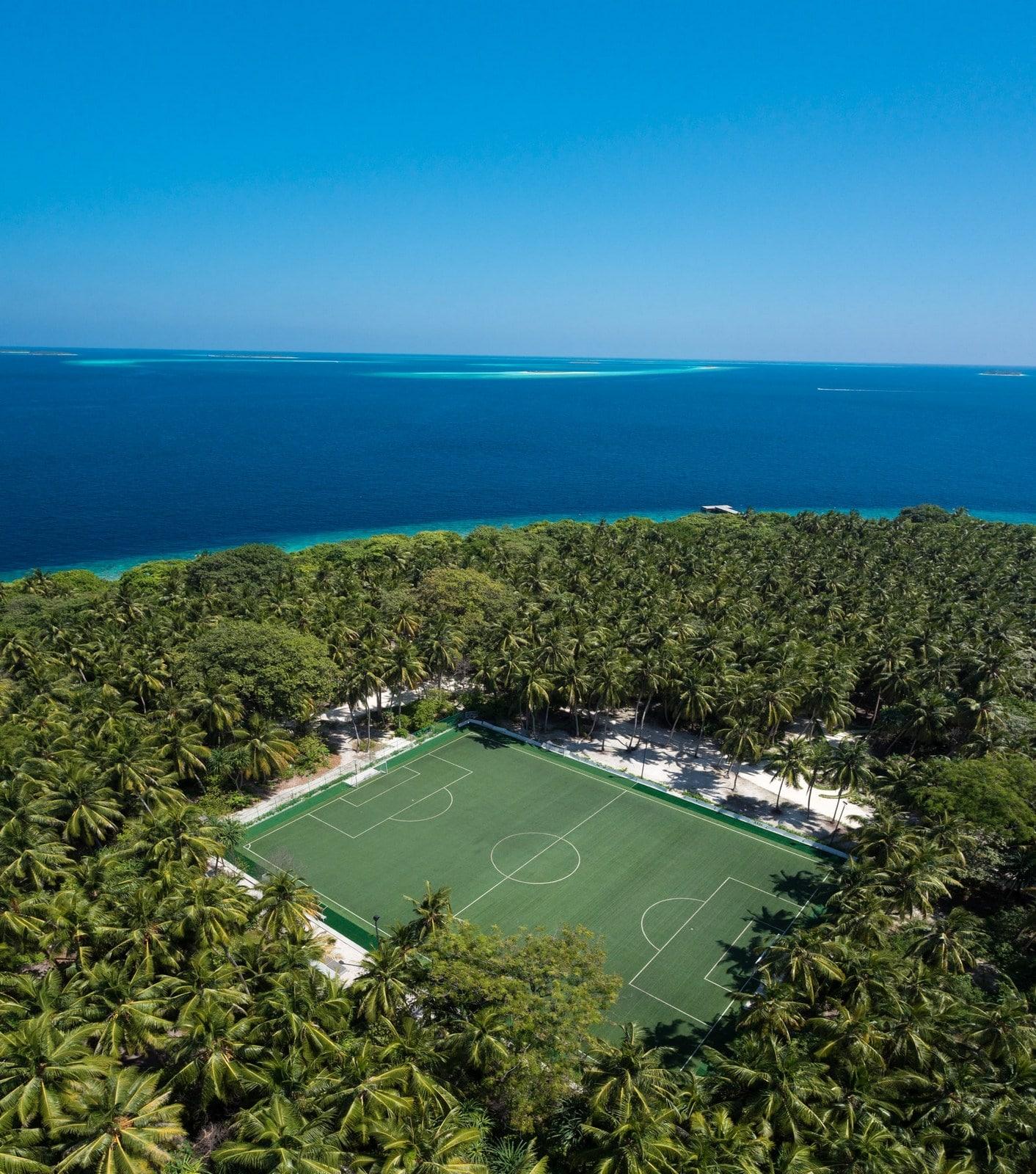 Мальдивы, отель Amilla Fushi Maldives, теннисный корт