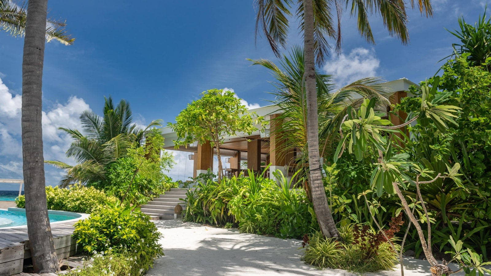 Мальдивы, отель Amilla Fushi Maldives, бар Baa Baa