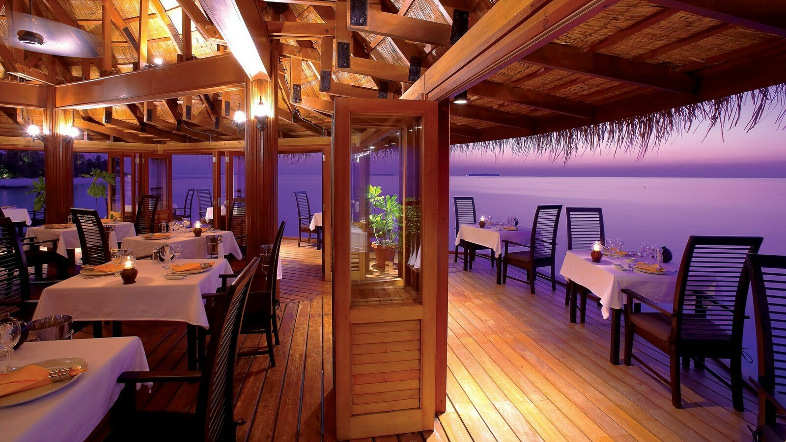 Мальдивы, отель Angsana Velavaru, ресторан Funa