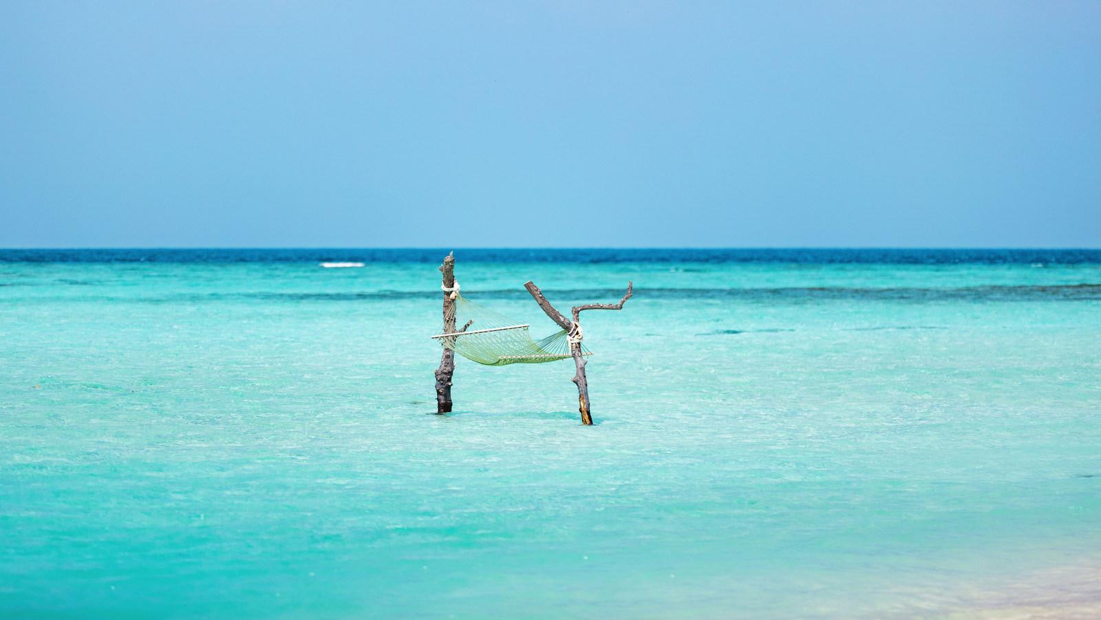 Мальдивы, отель Angsana Velavaru, качели над водой