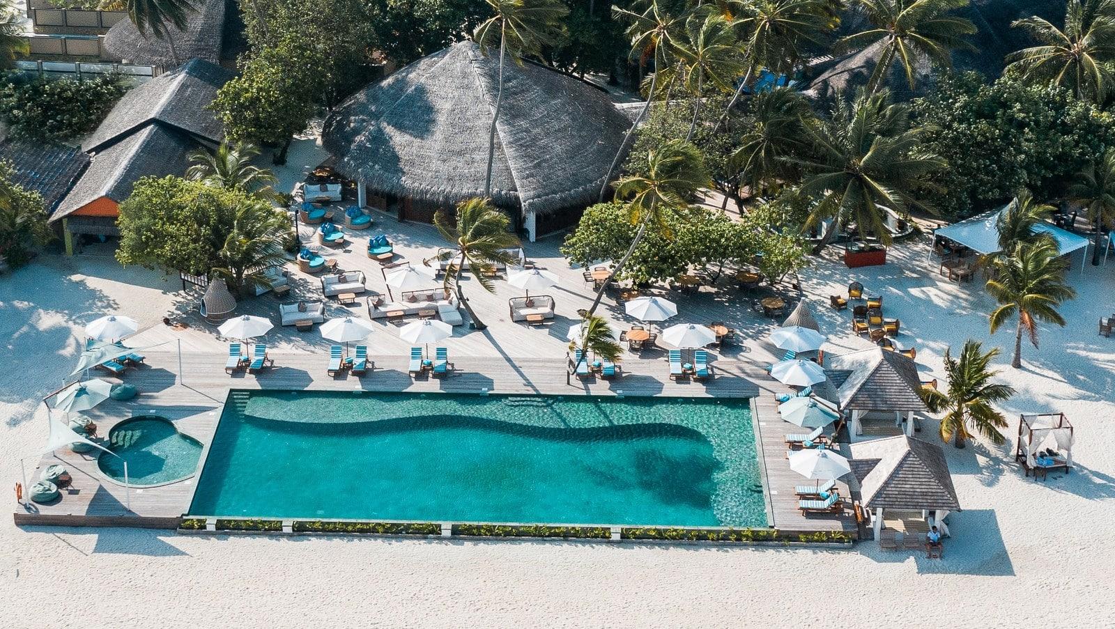 Мальдивы, отель Angsana Velavaru, бассейн