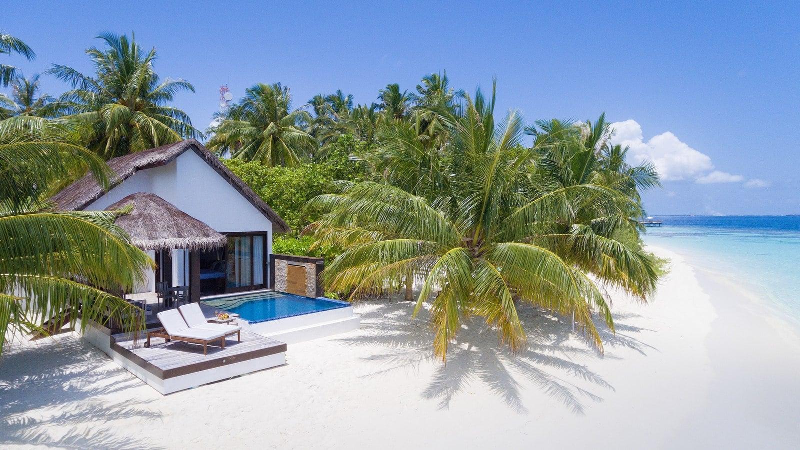 Мальдивы, отель Bandos Maldives, номер Beach Pool Villa