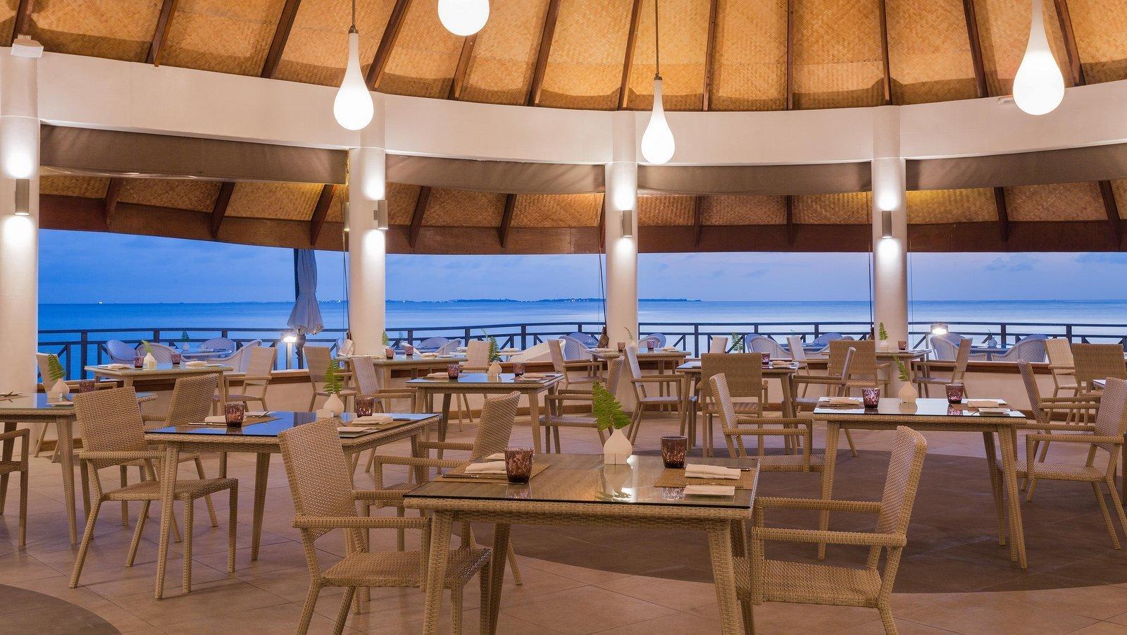 Мальдивы, отель Bandos Maldives, ресторан Sea Breeze