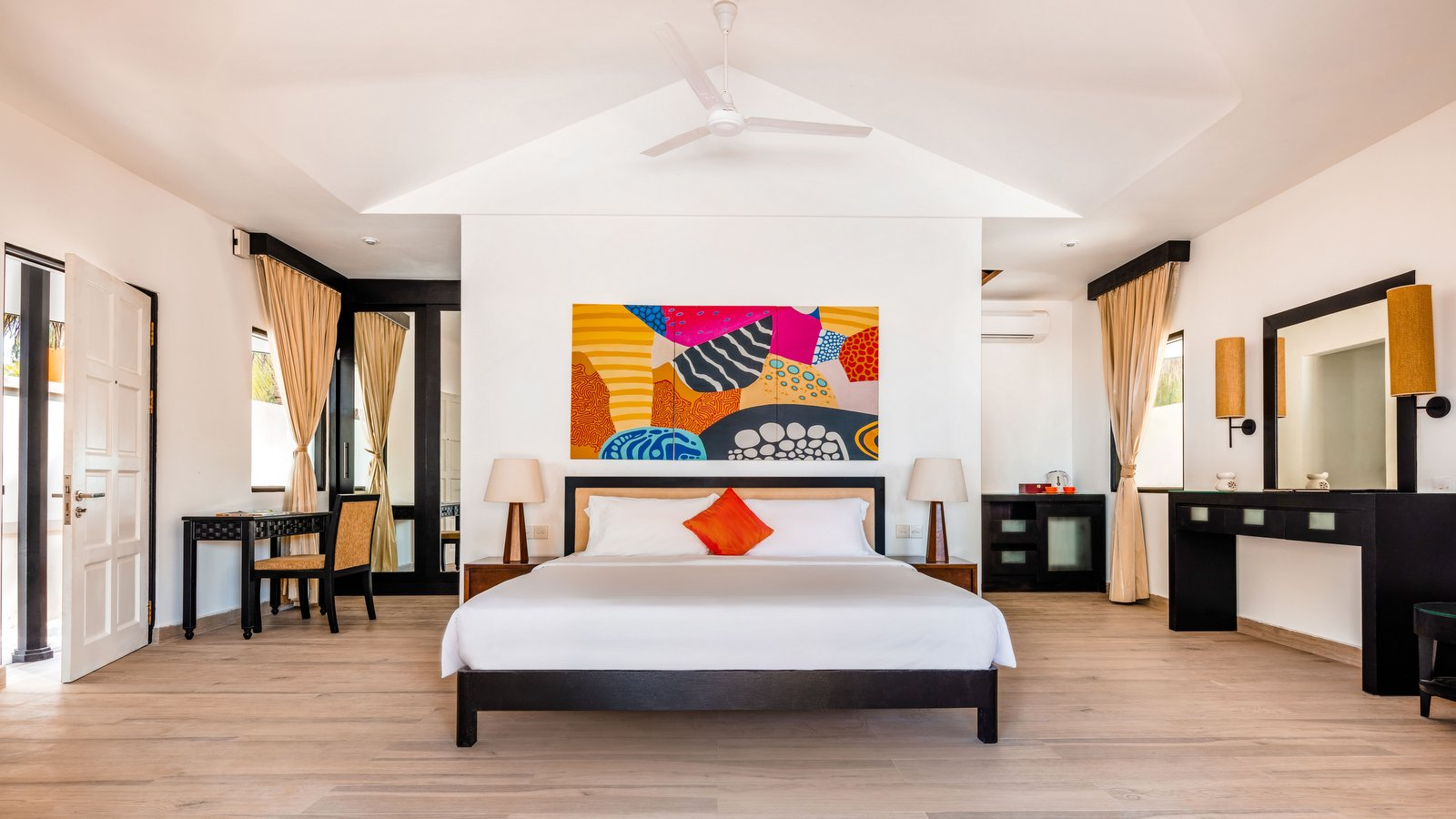 Мальдивы, отель Angsana Velavaru, номер Deluxe Beachfront Pool Villa