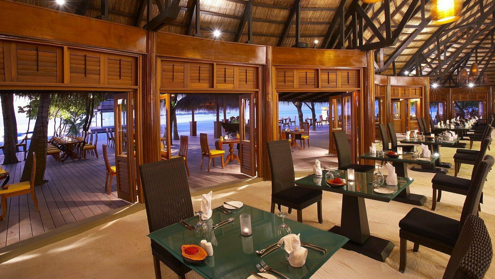 Мальдивы, отель Angsana Velavaru, ресторан Kaani