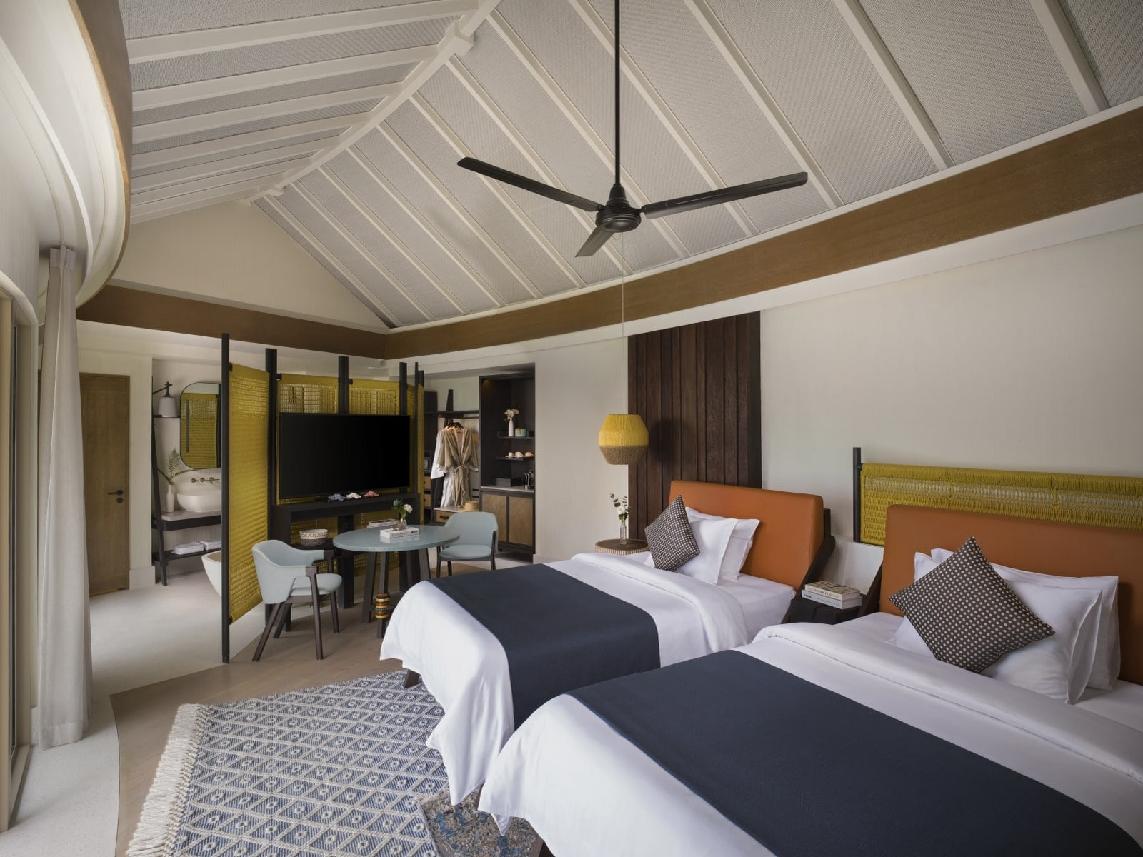 Мальдивы, отель Intercontinental Maldives Maamunagau, номер Two Bedroom Overwater Pool Villa