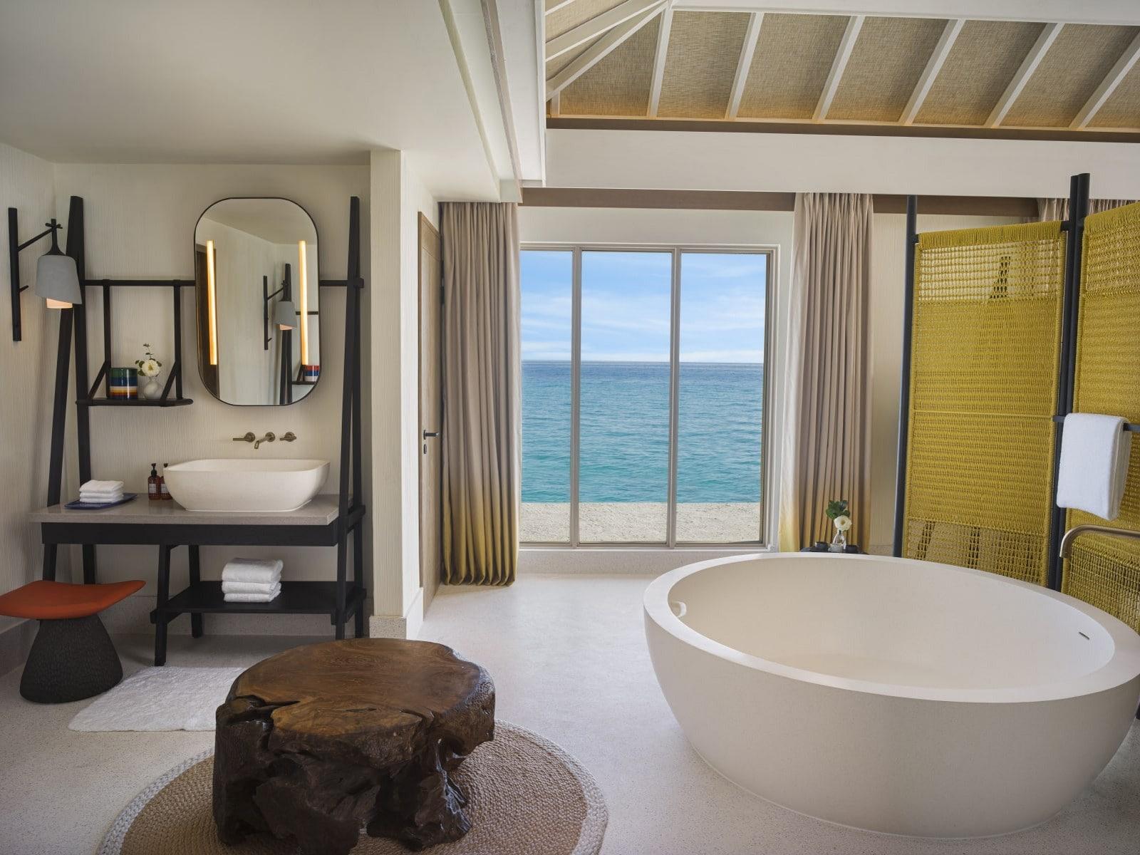 Мальдивы, отель Intercontinental Maldives Maamunagau, номер Three Bedroom Lagoon Residence