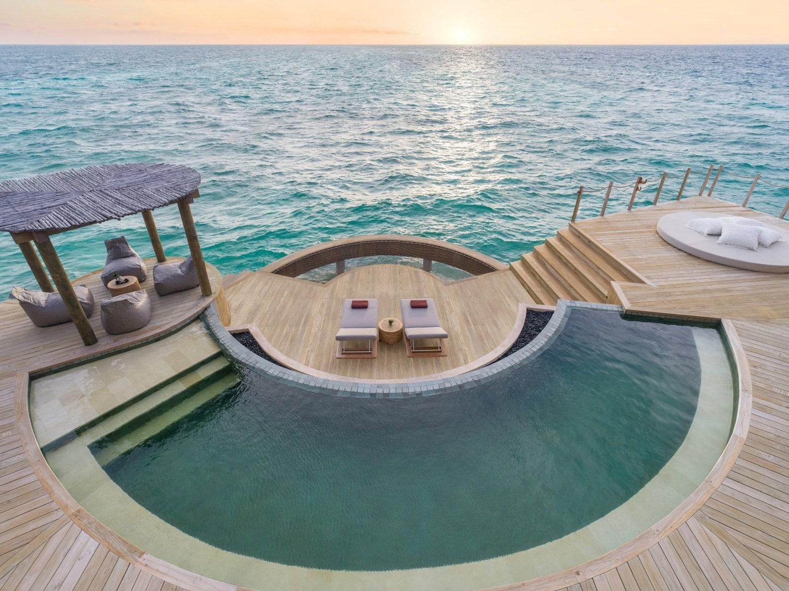 Мальдивы, отель Intercontinental Maldives Maamunagau, номер Three Bedroom Overwater Pool Residence