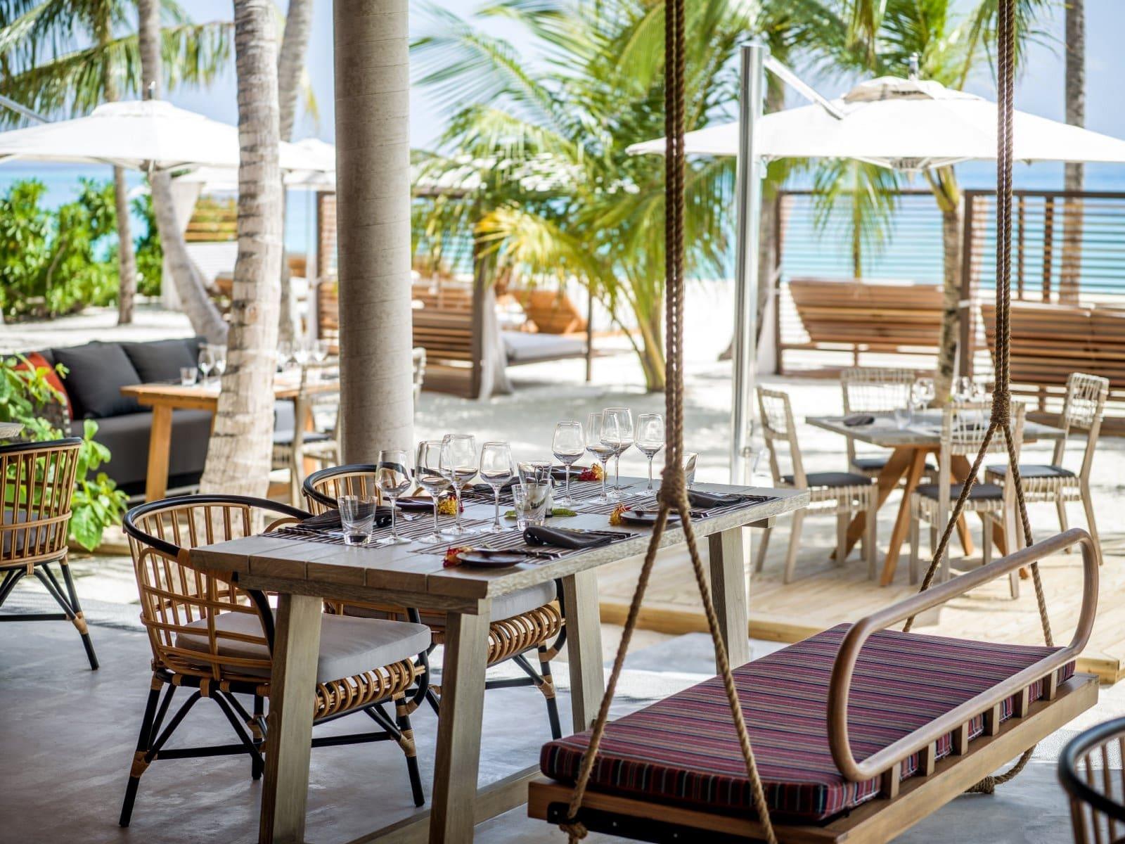 Мальдивы, отель Intercontinental Maldives Maamunagau, кафе Umi
