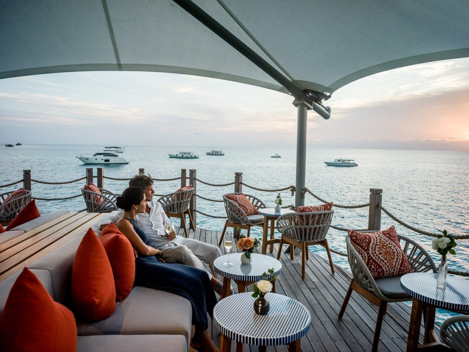 Мальдивы, отель Intercontinental Maldives Maamunagau, бар Sunset