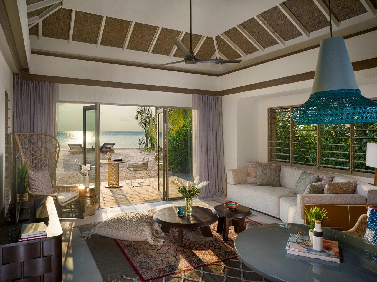 Мальдивы, отель Intercontinental Maldives Maamunagau, номер One Bedroom Beach Pool Villa