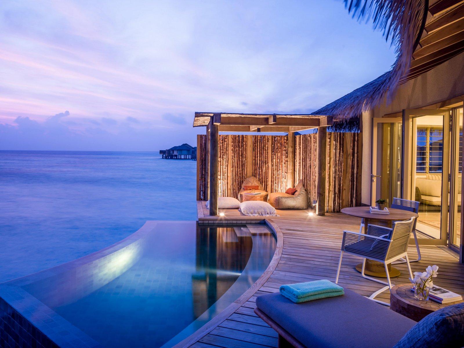 Мальдивы, отель Intercontinental Maldives Maamunagau, номер Overwater Villa with Pool