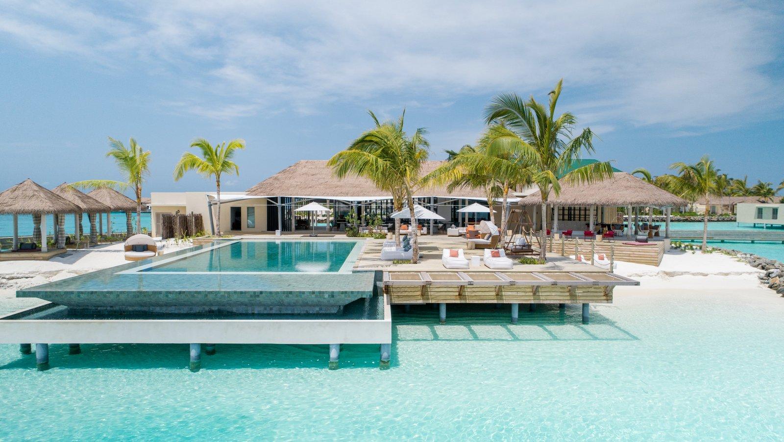 Мальдивы, отель Intercontinental Maldives Maamunagau, бассейн