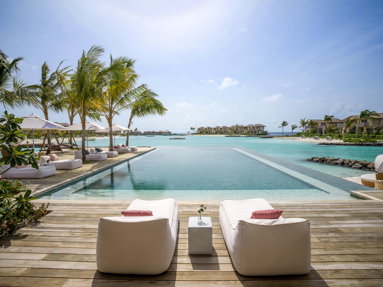 Мальдивы, отель Intercontinental Maldives Maamunagau, бар The Retreat