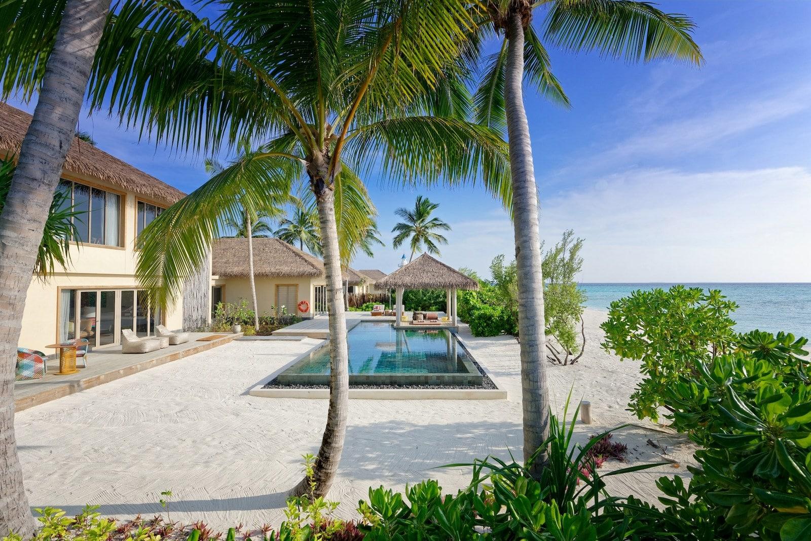 Мальдивы, отель Intercontinental Maldives Maamunagau, номер Two Bedroom Beachfront Pool Residence