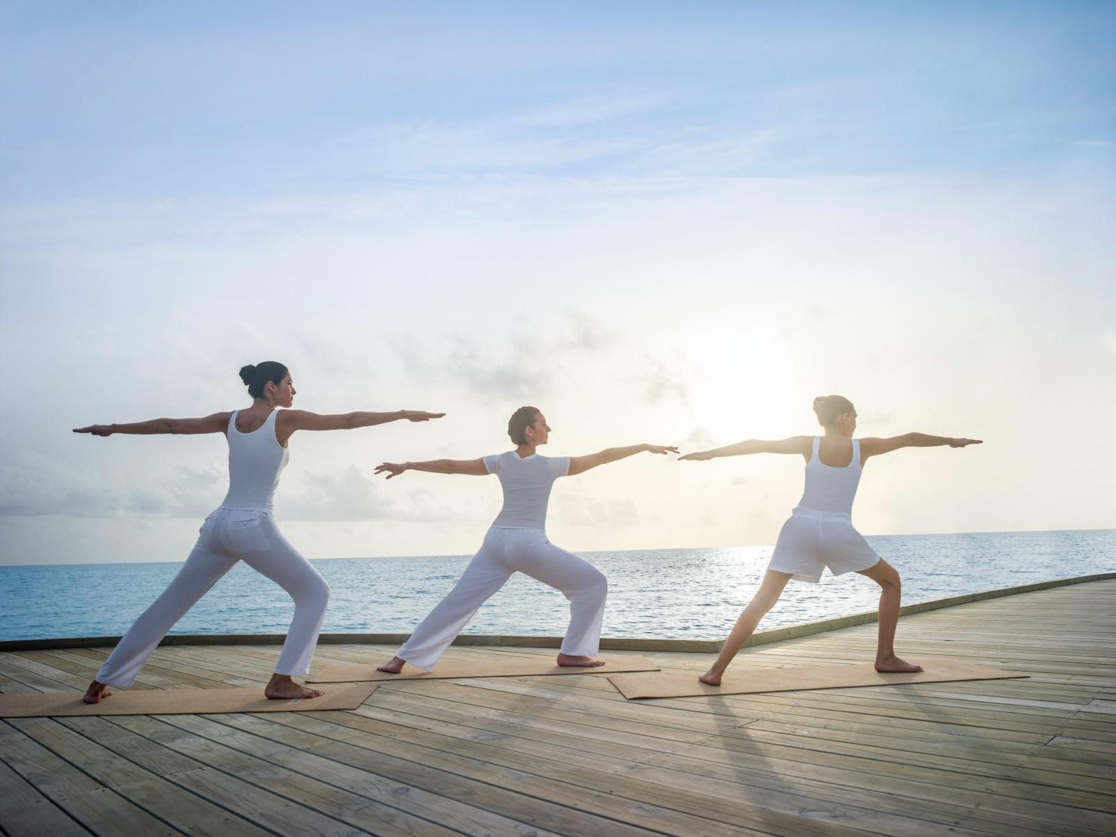 Мальдивы, отель Intercontinental Maldives Maamunagau, йога