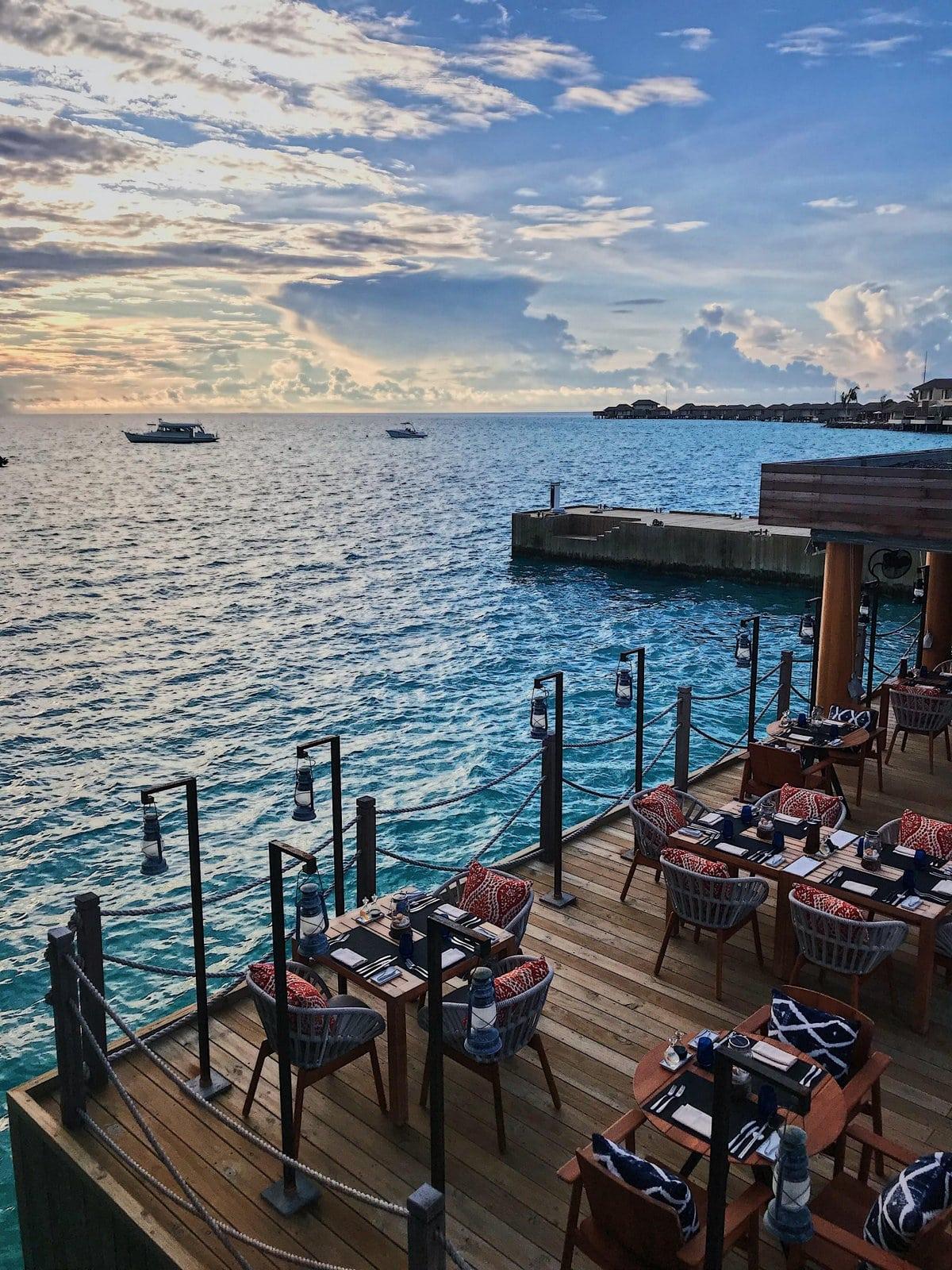 Мальдивы, отель Intercontinental Maldives Maamunagau, ресторан Fish Market