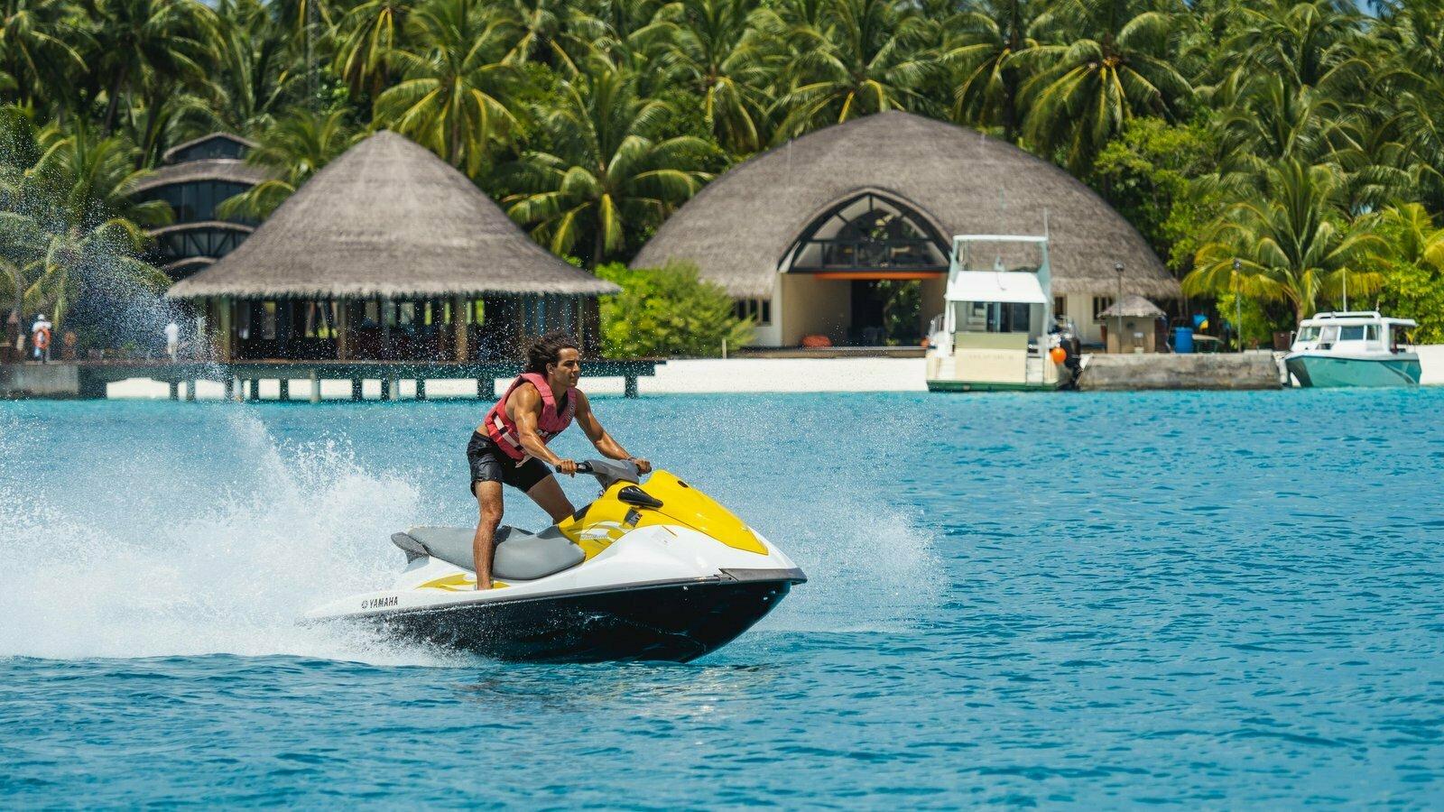 Мальдивы, отель Angsana Velavaru, гидроцикл
