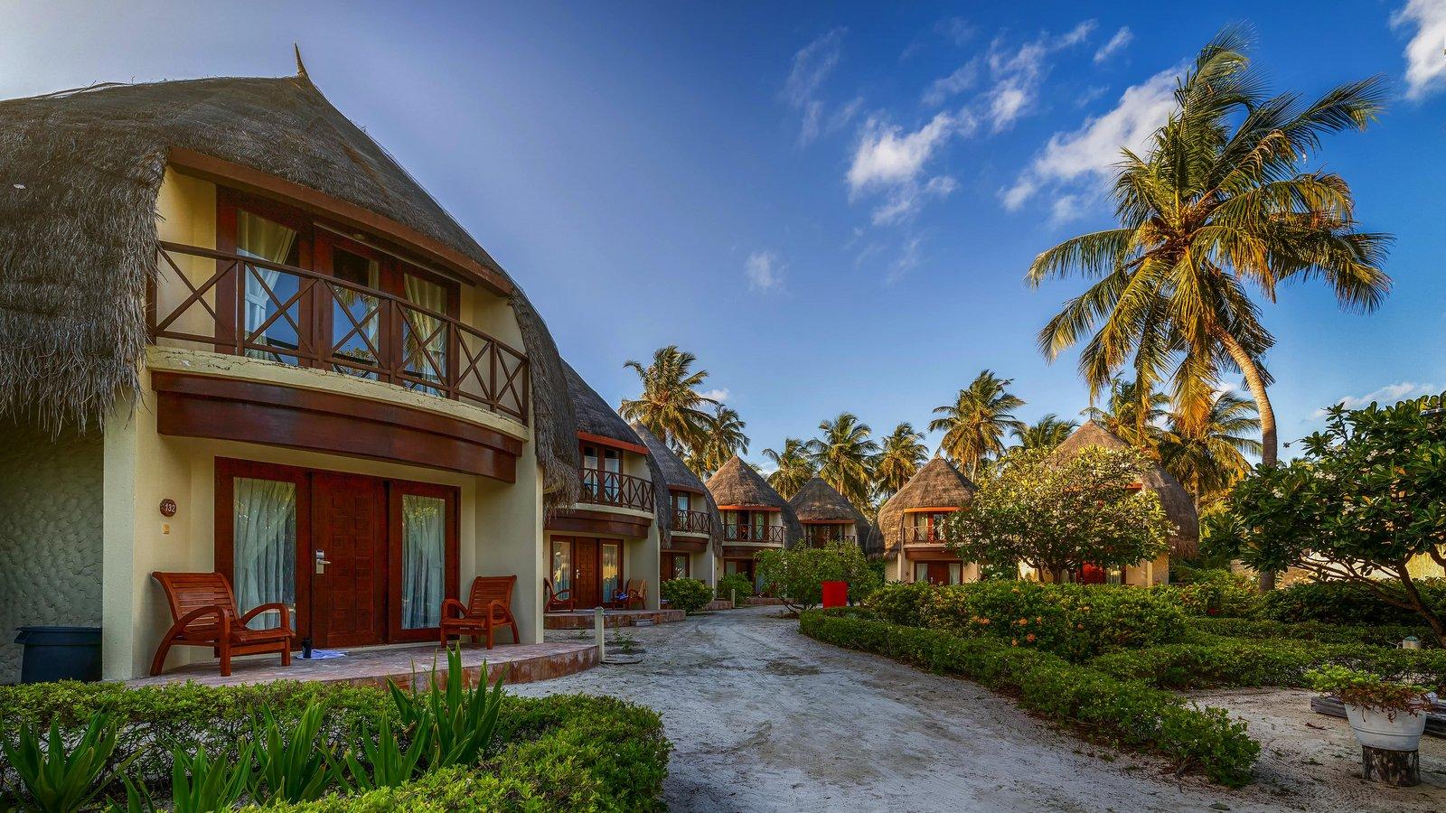 Мальдивы, отель Bandos Maldives, номер Superior Beach Villa