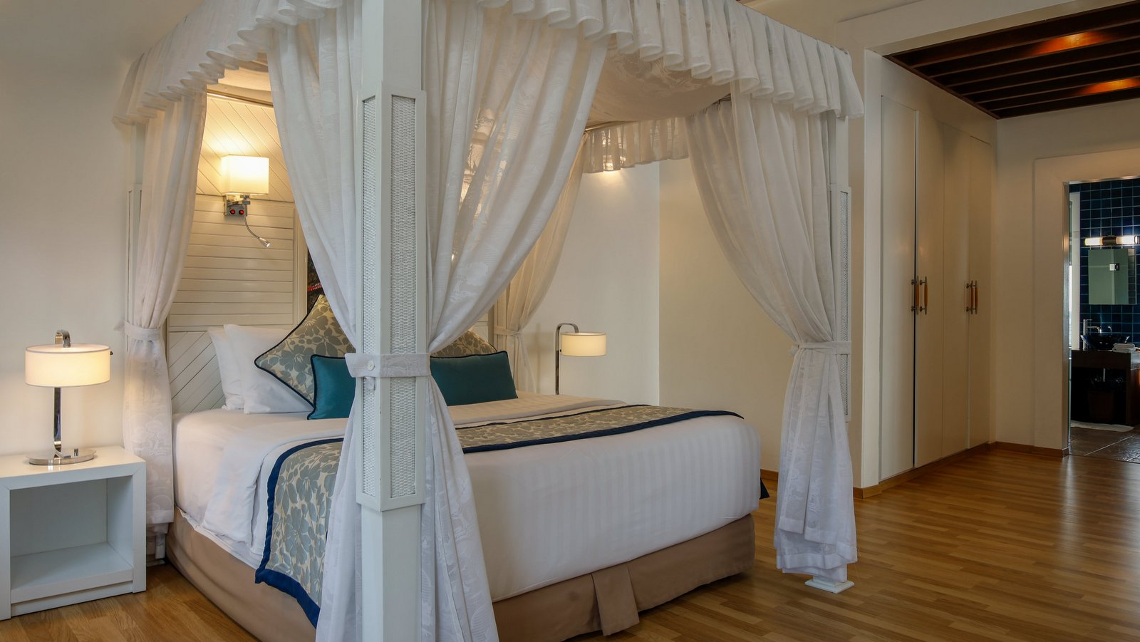 Мальдивы, отель Bandos Maldives, номер Water Villa