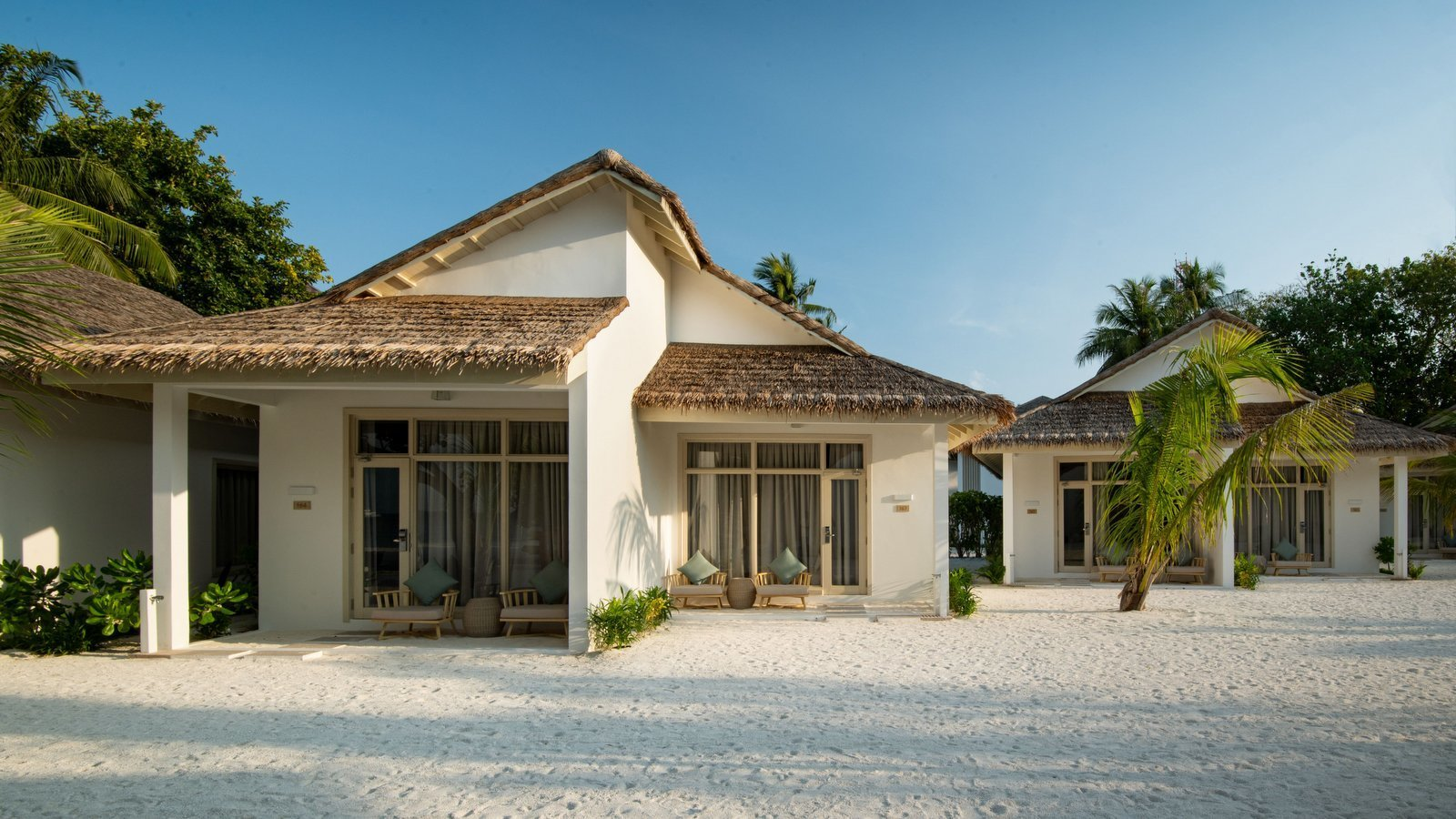 Мальдивы, отель Bandos Maldives, номер Beach Villa