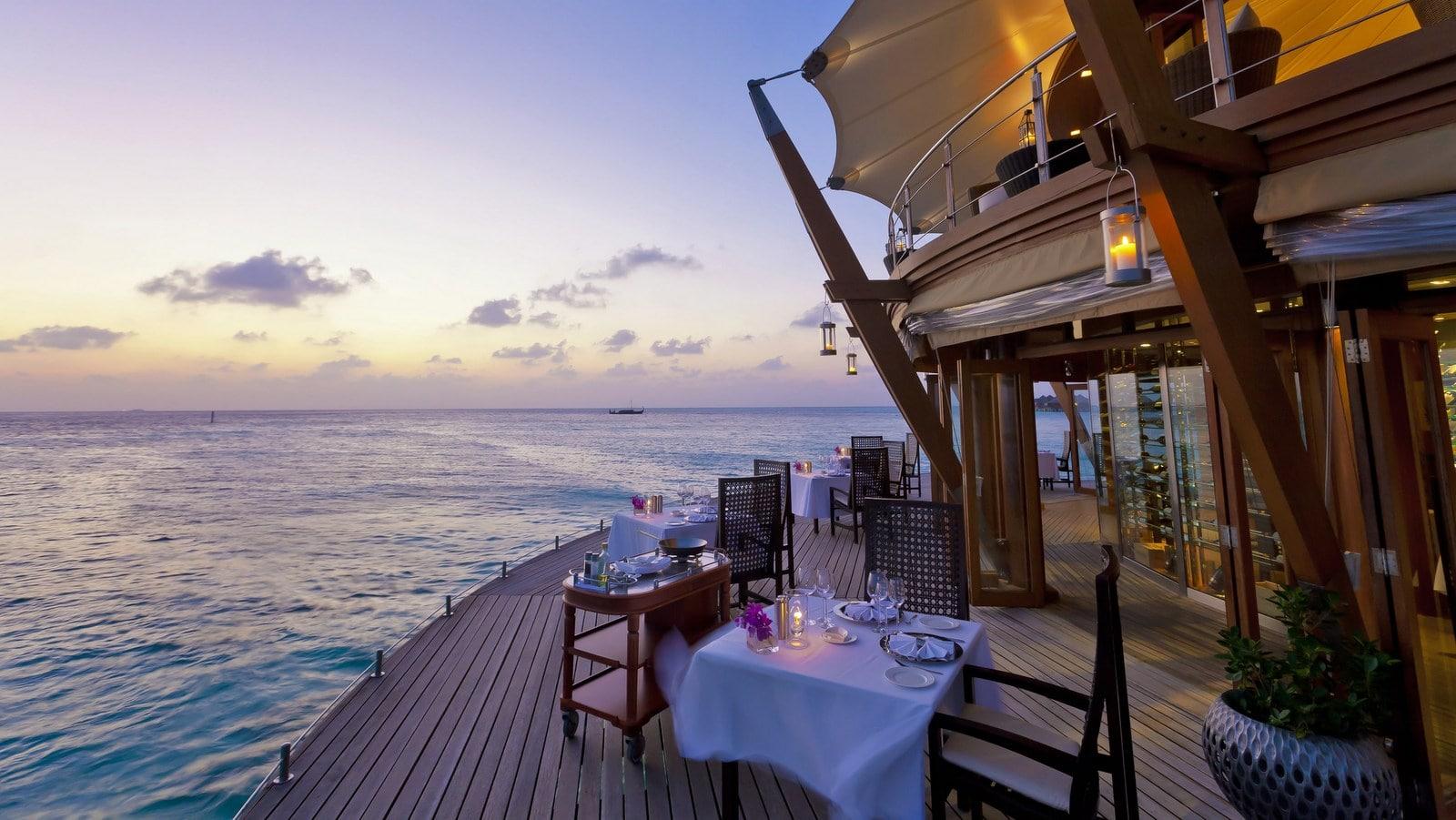 Мальдивы, отель Baros Maldives, ресторан Lighthousee